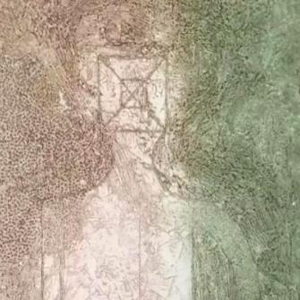 Figura sobre fondo rosa y verde