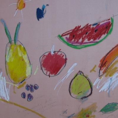 La canasta del mercado con frutas