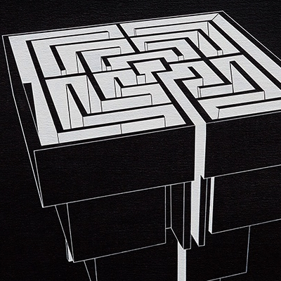 Pirámide laberíntica negro
